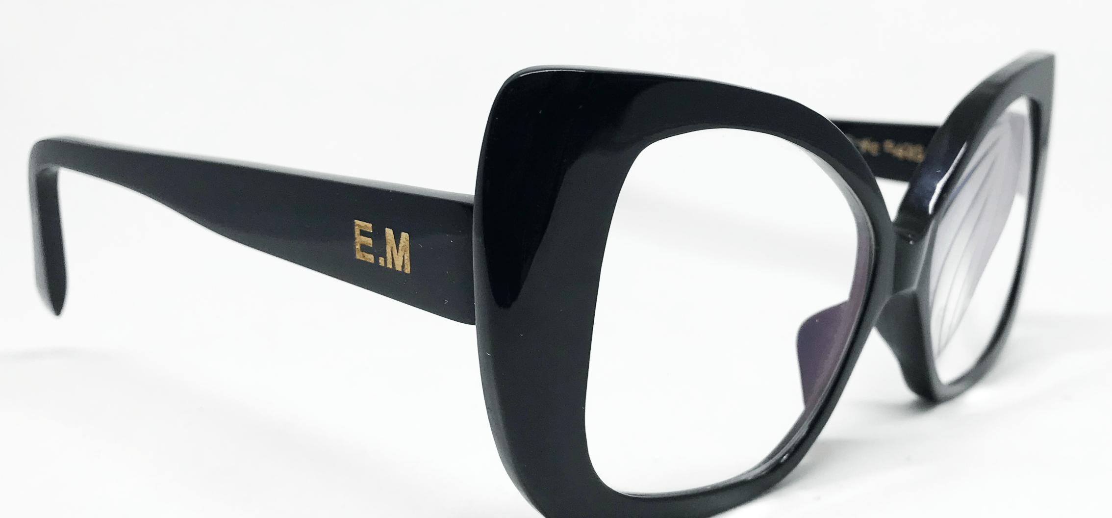 branche de lunettes gravée