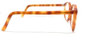 branche de lunettes tachetées